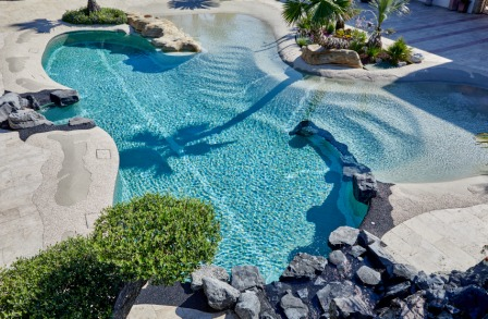 La piscina naturale in hotel